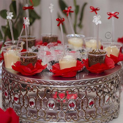 docinhos-e-salgadinhos-brasileiros-festa-de-15-anos-casamento-brigadeiro-bem-casado-cajuzinho